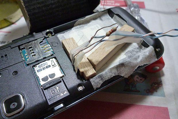 Как включить телефон без аккумулятора