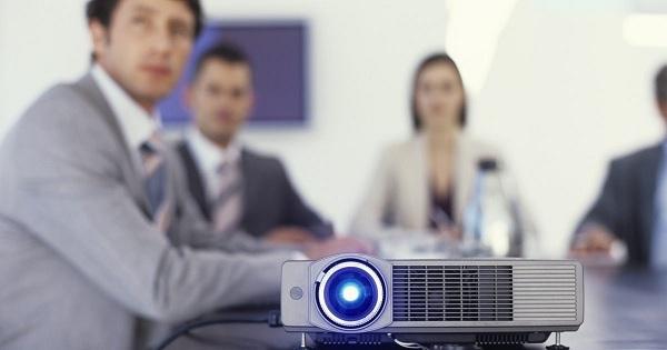 Как выбрать проектор для школы или офиса