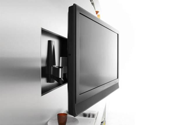 Как повесить телевизор на стену без кронштейна своими руками
