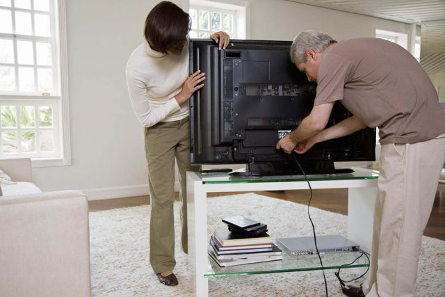 Что лучше: телевизор или проектор